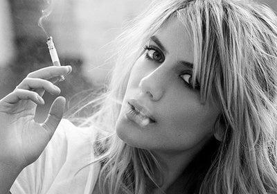 Как заставить девушку бросить курить?