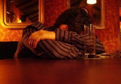 Как лечит зависимость к алкоголю
